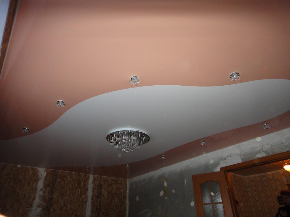 Двухуровневые потолки по периметру фото позволяет дополнительно