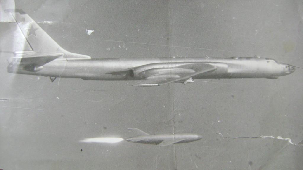 A propulsão por foguetes permitiu que o KSR-2 fosse lançado de altitudes e velocidades menores por um bombardeiro Tu-16KSR-2 especialmente modificado.