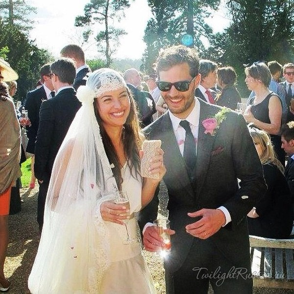 Джейми Дорнан и его жена Амелия Уорнер свадьба семья и