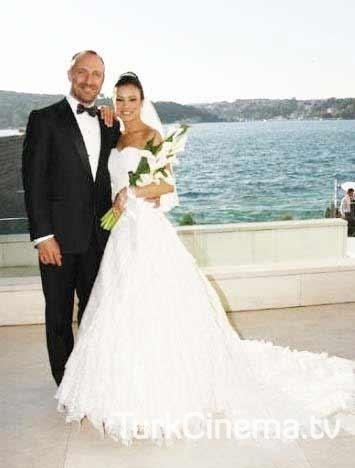 Халит эргенч и бергюзар корель свадьба фото